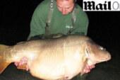 Pescador británico captura una carpa de 45 kilos