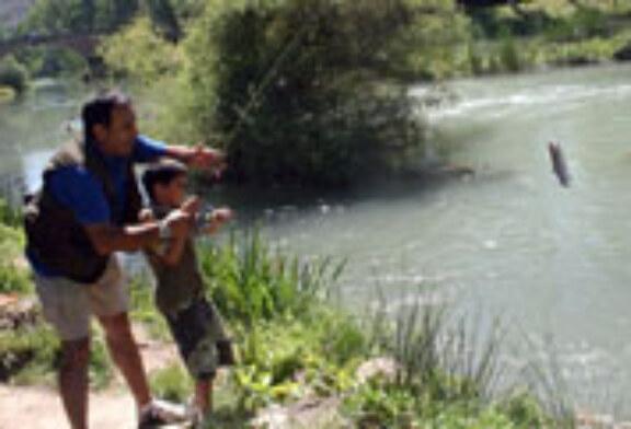 Medio centenar de deportistas participan en el Concurso de Pesca de Trillo