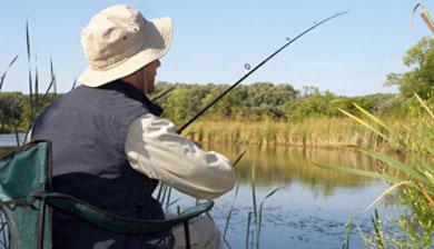 """Campaña de firmas de apoyo a la pesca en régimen """"sin muerte"""" en Navarra"""