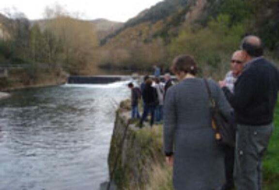 Pescadores y empresas de turismo debaten sobre el espacio fluvial transpirenaico