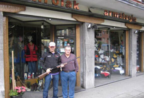 José María Romeo es el ganador de una escopeta Benelli donada por la armería Eizmendi
