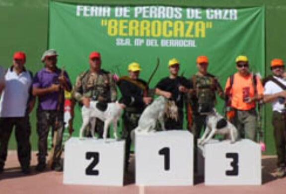 """La III edición de """"Berrocaza"""" bate su récord con la asistencia de 1.400 cánidos"""