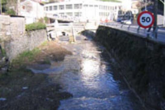URA y DEBEGESA firman un convenio para continuar regenerando el río Deba