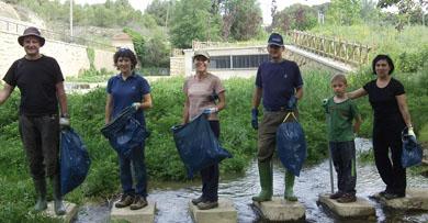 El proyecto de voluntariado en ríos 2012 trata de sensibilizar a la población navarra