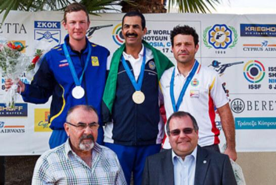 Kako Aramburu se cuelga la medalla de bronce en la Copa del Mundo de skeet