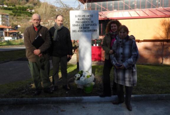 Inauguran en Sopuerta un monolito en homenaje a Felipe Ortiz