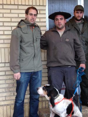 Aitor Unamuno y su perro Braulio campeones de Álava de perros de rastro
