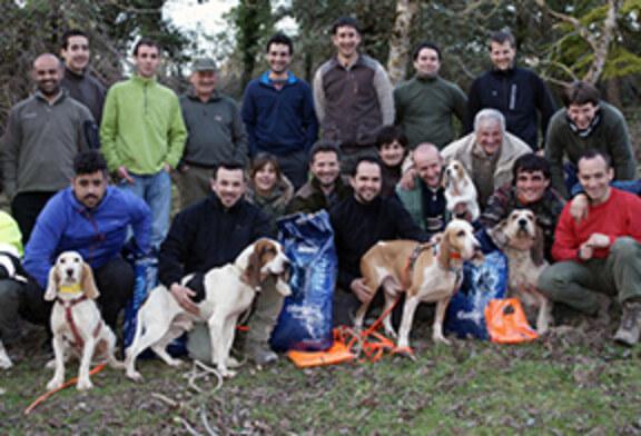 """Kaiser"" y Arkaitz Beaskoetxea, primeros en la prueba de perros de rastro celebrada en Sabaiza"