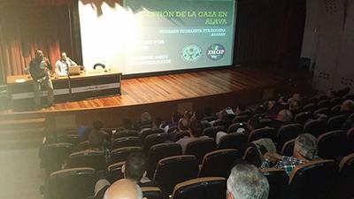??xito de las conferencias cinegéticas de Vitoria-Gasteiz