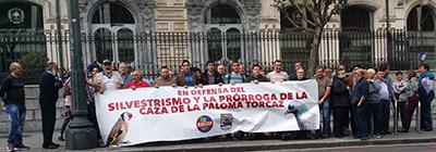 Concentración frente a Juntas Generales para reclamar la defensa del silvestrismo y la prórroga de la paloma torcaz en febrero