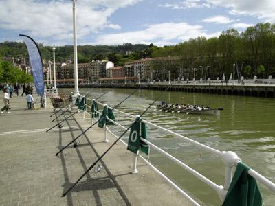 La Escuela de Pesca del Consorcio de Aguas Bilbao-Bizkaia reanuda este domingo la temporada de primavera en el muelle de Ripa