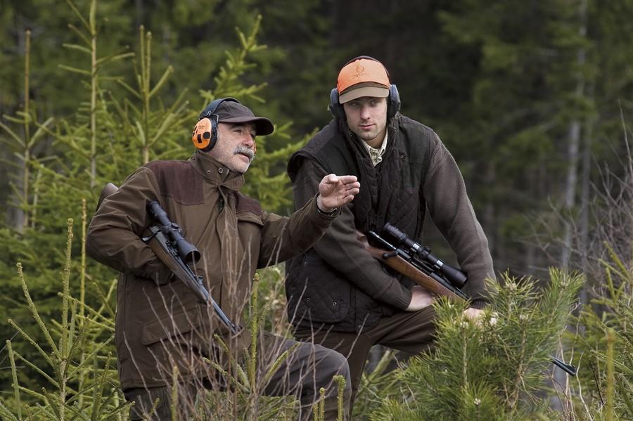 Jornada para concienciar sobre el alto riesgo de padecer sordera que tienen los cazadores