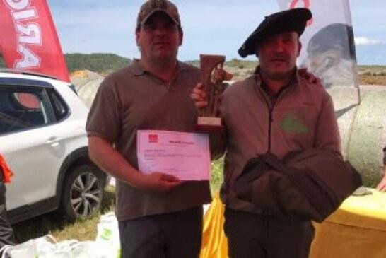 """Gustavo Angulo con """"Niña"""" Campeón de Alava de Perros de Rastro"""