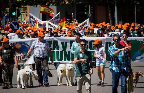 EXITO DE ASISTENCIA EN LA MANIFESTACIÓN DE CAZADORES Y PESCADORES EN GUADALAJARA