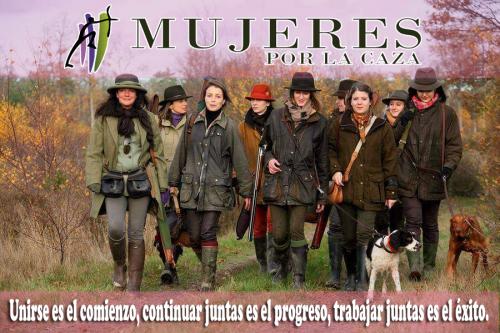 Mujeres burguesas y obreras, feminismo, capitalismo, derechos, subordinaciones, violencias, división del trabajo, ambicione$. - Página 4 Mujeres-cazadoras-e1505673678306