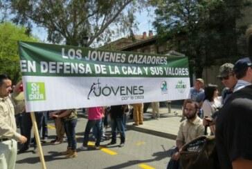 Jovenes por la Caza le para los pies a Podemos