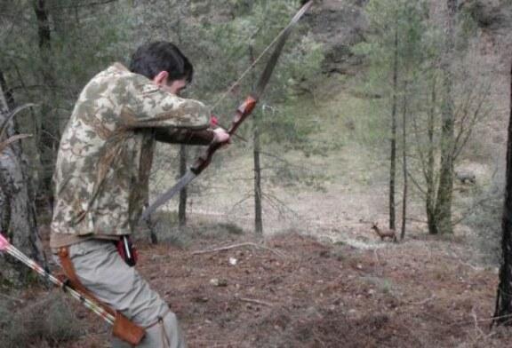 La RFEC presenta a la Intervención Central el 'carnet de cazador arquero'