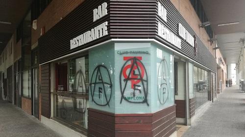Pintadas en la sede del Club Taurino de Pamplona. / navarra.com