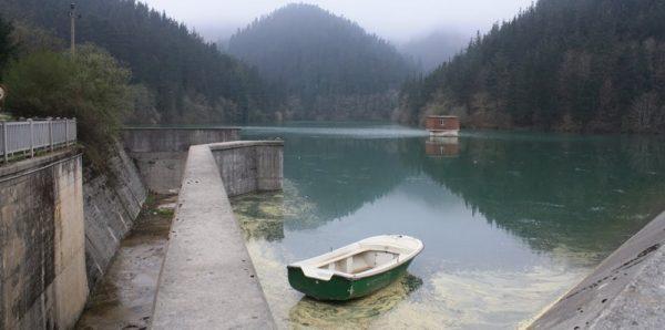 Se prohibirá la pesca en el embalse de Aixola para evitar la propagación de mejillón cebra