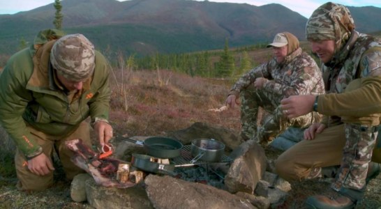 'Meat Eater: Caza y cocina', la serie de Netflix no apta para veganos