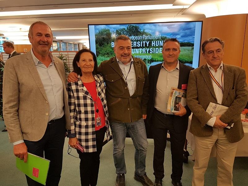 La RFEC traslada a los parlamentarios europeos la problemática de la caza en España