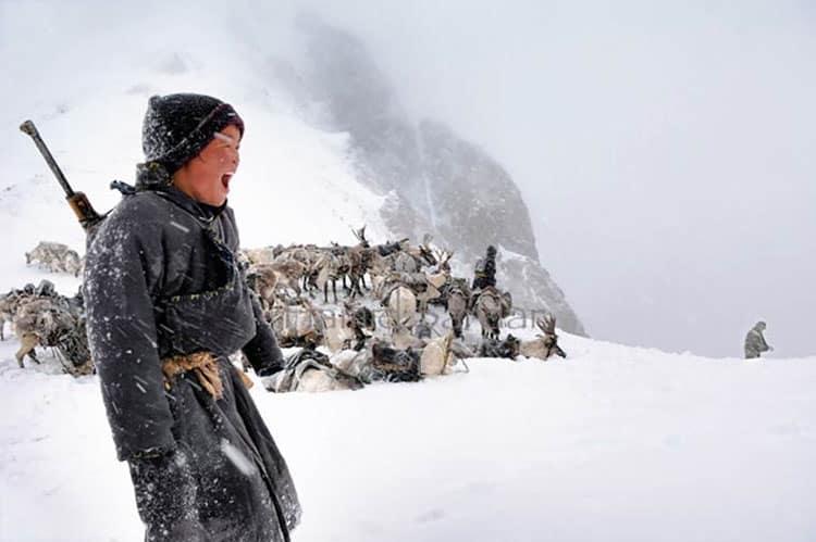 Tribu nómada de cazadores que vive de los renos y la caza en Mongolia. Espectaculares fotos