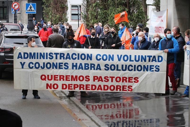 Los ganaderos asturianos exigen la dimisión de Teresa Ribera: «No tiene ni idea de nuestro sector»