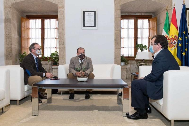 Manuel Gallardo expone al presidente de la Junta de Extremadura su nuevo proyecto para la RFEC