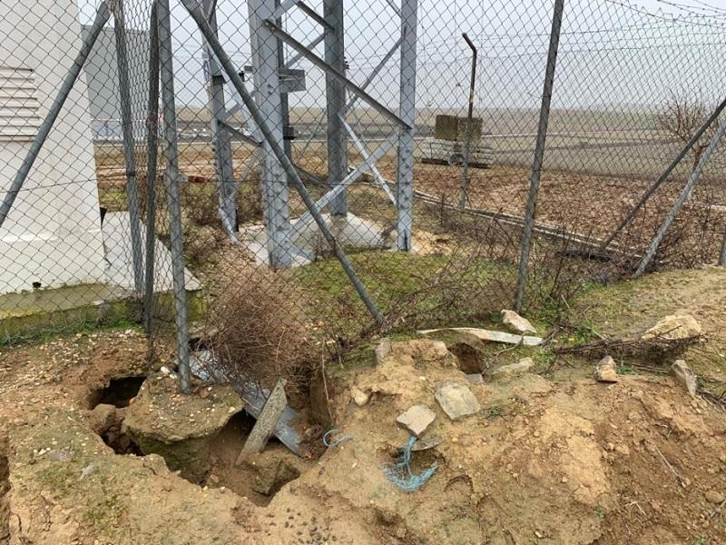 Los conejos dañan una torre comunicaciones que esta apunto de desplomarse