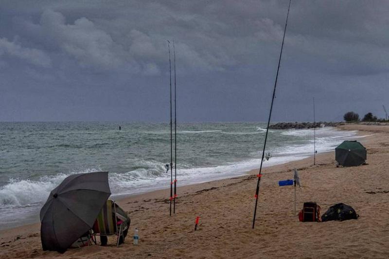 El impacto de la pesca recreativa lleva a Cataluña a plantear límites en el mar