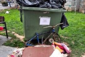 AdecapGazteak y otras asociaciones de Durango retiran del río más de 750 kilos de basura