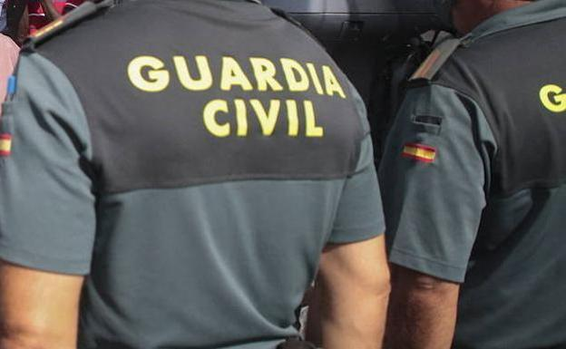 Susto en La Franca por una bala perdida durante una cacería