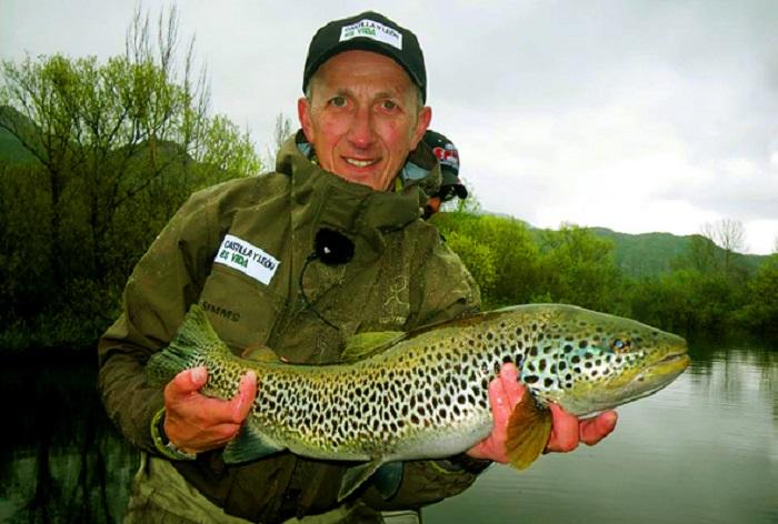 El pescador Kike Calleja impartirá una Masterclass en el aula del río Miguel Delibes de Vegas del Condado, en León